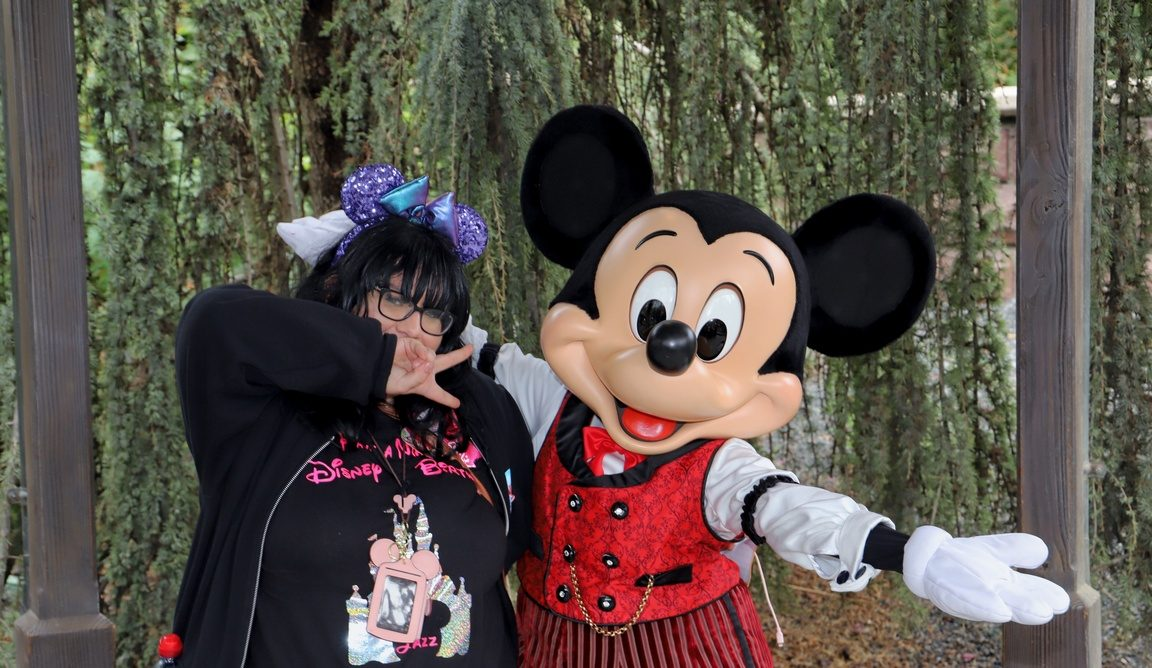 Disneyland Paris Tips and Tricks Mickey Mouse Meet and Greet Character Interactions